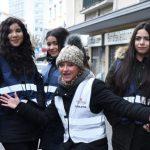 Frankfurt: Mieterkinder verteilen Tee und Decken an Obdachlose
